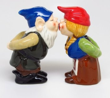 kissing-gnomes